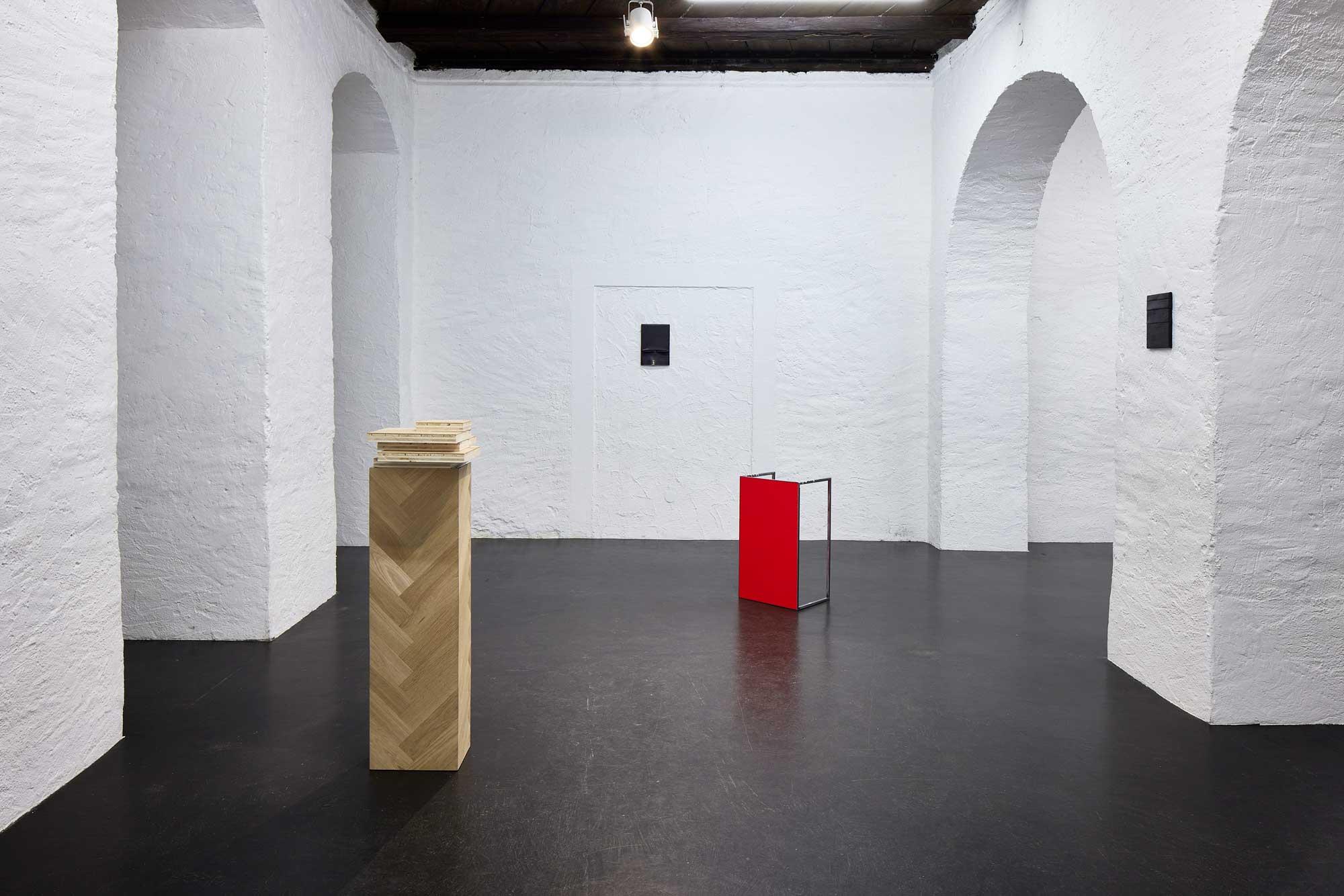 tears-of-tin_exhibition-view_LUKA-JANA-BERCHTOLD_21-03-10_002_Angela-Lamprecht