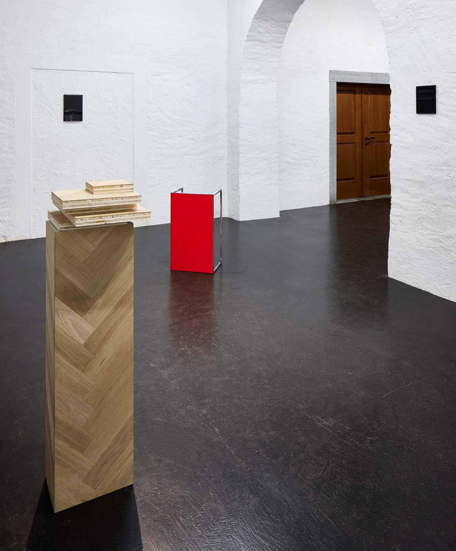 tears-of-tin_exhibition-view_LUKA-JANA-BERCHTOLD_21-03-10_007_Angela-Lamprecht